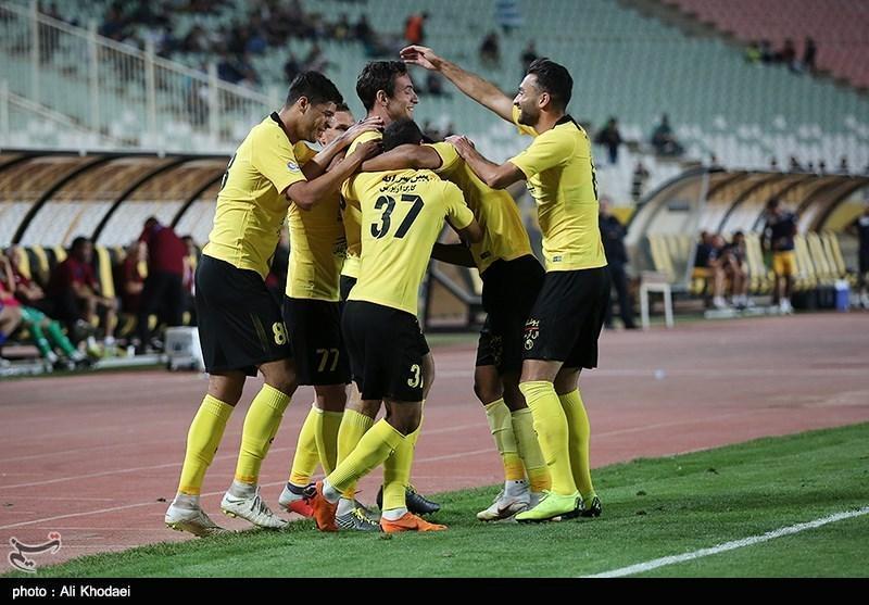 لیگ برتر فوتبال، سپاهان با پیروزی به رختکن رفت