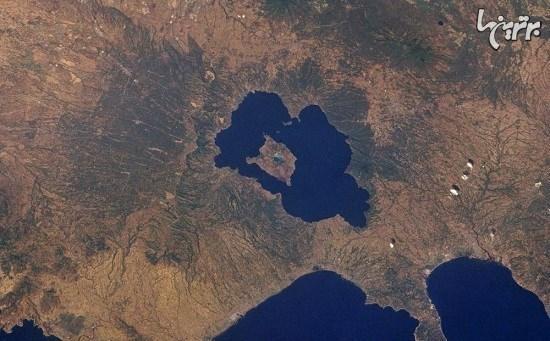 جزیره ای در دریاچه ای روی جزیره ای در دریاچه ای روی جزیره!