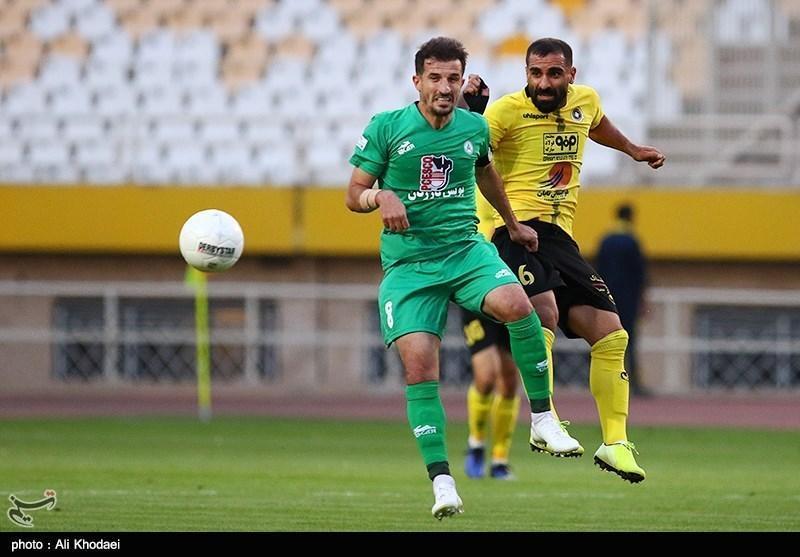 لیگ برتر فوتبال، سپاهان نیمه اول دربی اصفهان را برد