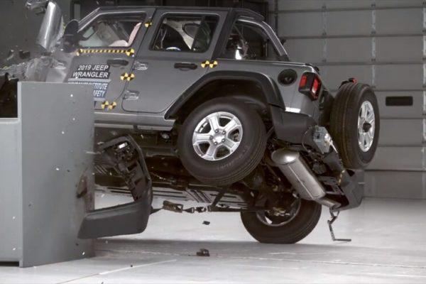 عملکرد ضعیف جیپ رنگلر در آزمایش تصادف