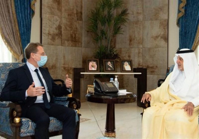 ملاقات صمیمانه مسئول سعودی با سفیر پاریس در سایه اهانت بی شرمانه فرانسه به پیامبر اسلام (ص)