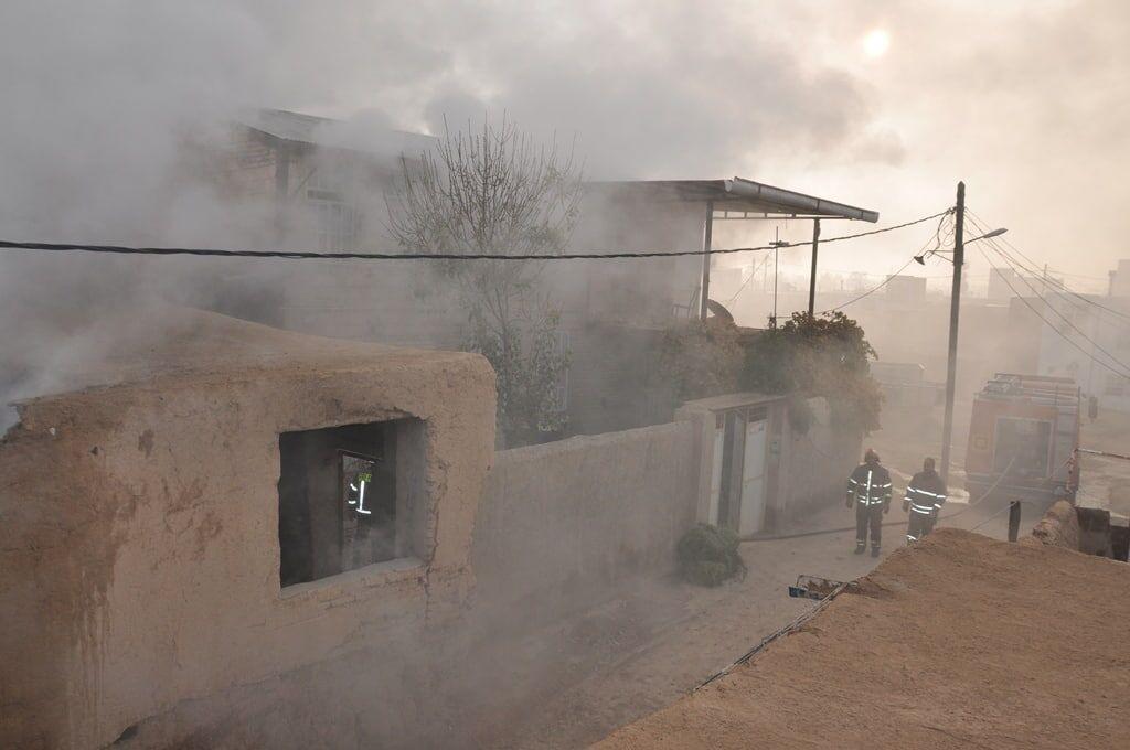 خبرنگاران آتش سوزی انبار علوفه شهر کارچان اراک مهار شد