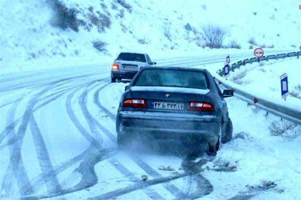 تداوم بارش برف و باران، هشدار هواشناسی درباره سیلاب و لغزندگی جاده ها