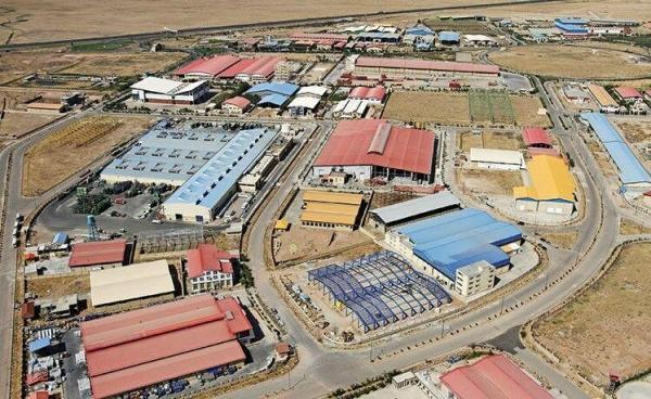 خبرنگاران دولت سالانه 15 هزار میلیارد ریال در شهرکهای صنعتی هزینه کرده است