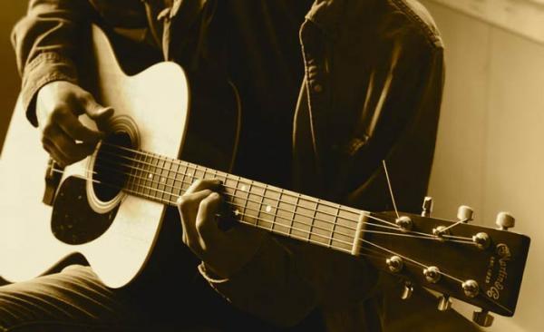 معرفی ساز گیتار و انواع آن