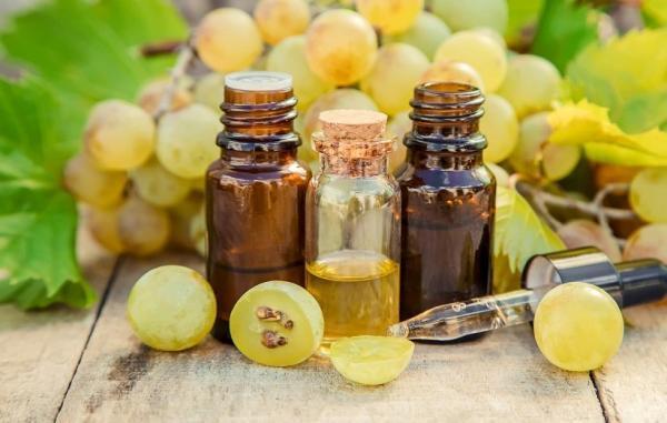 13 فایده خارق العاده روغن هسته انگور برای سلامتی، پوست و مو