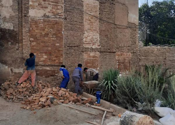 اجرای پنج پروژه پیرایش شهری در جداره های خیابان شوش شروع شد